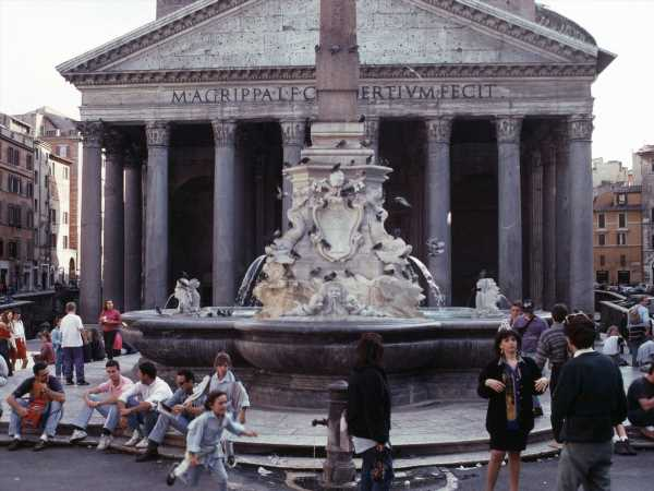 Ghost of 1992 Italy Devaluation Returnsto Haunt Euro Unity Aims
