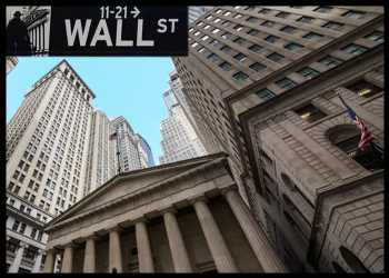 U.S. Stocks Mostly Lower After Early Volatility