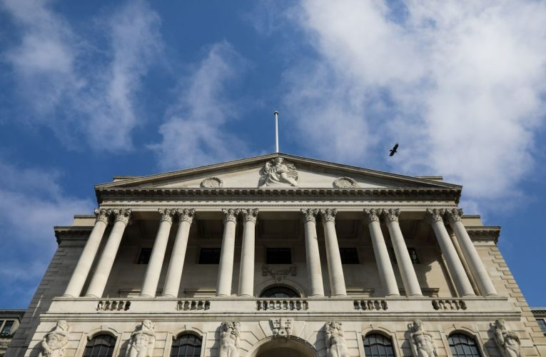 U.K. Bonds Tumble After BOE Is Seen Slowing Speed of Purchases