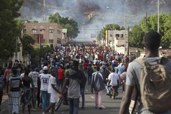 West Africa Bloc Urges Mali to Solve Political Standoff