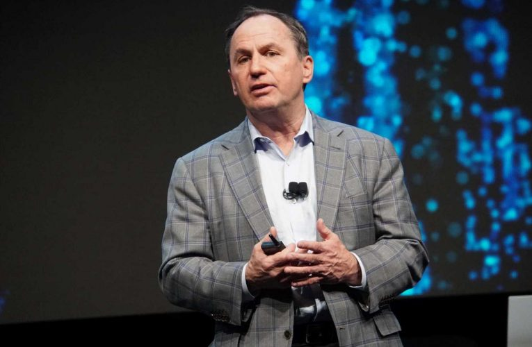 Intel gross margin shrinks to lowest since 2009 as product delays continue