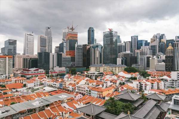 Singapore Downplays Fund Outflows From Hong Kong