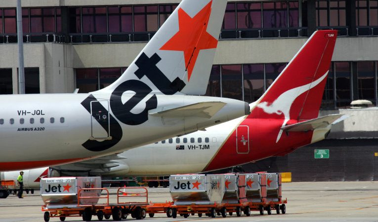 Qantas set to cut another 2400 jobs by outsourcing ground handling