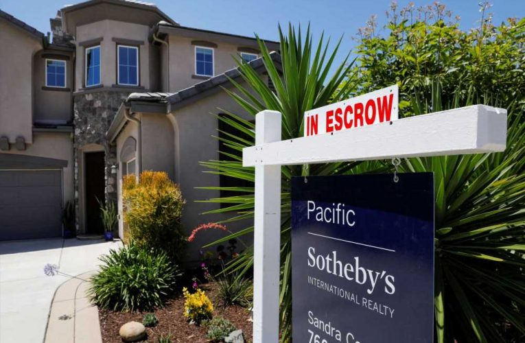 July pending home sales jump over 15% annually, as properties go under contract in record time