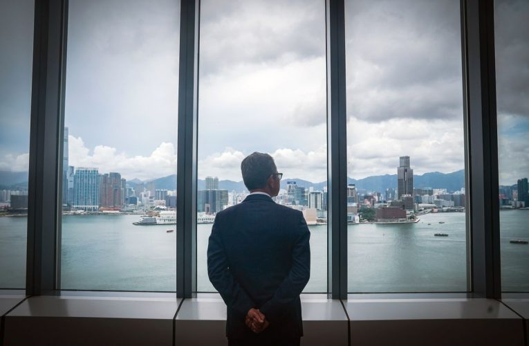 Hong Kong Bankers Move to Suspend Accounts on U.S. Sanctions