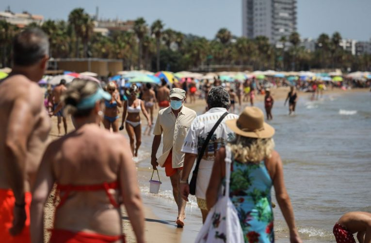 British Tourists Face More Virus Disruption,Sunak Warns