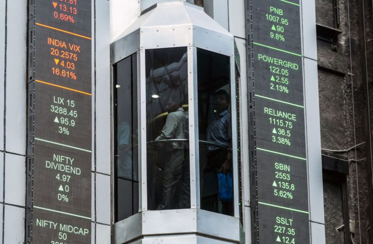 India Stocks Advance as Benchmark Index Forms Golden Cross