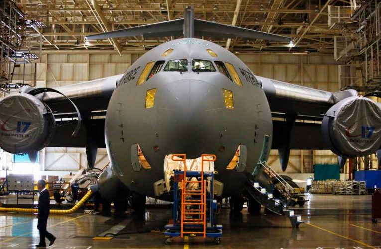 Aerospace vs defense: Traders weigh in on Goldman call on Boeing and Raytheon