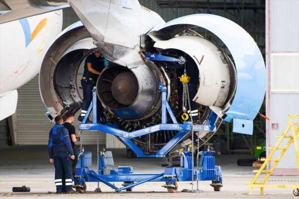 Rolls-Royce May Raise 2.5 Billion Pounds to Boost Balance Sheet