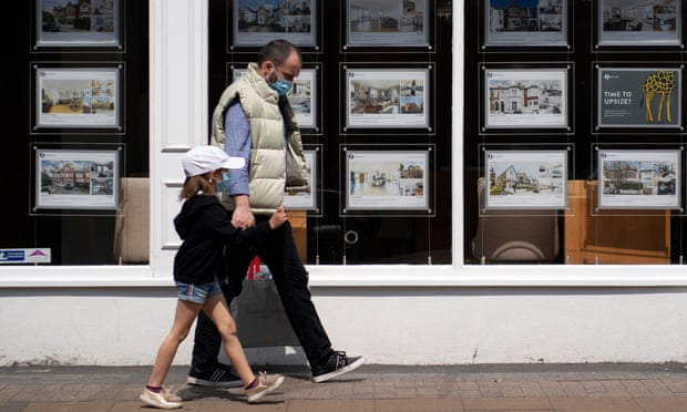 More UK homebuyers turn to 'bank of mum and dad' as Covid crisis bites