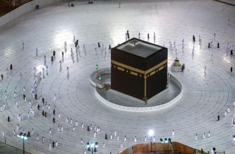 Pilgrims Return to Mecca as Saudi Eases Virus Restrictions