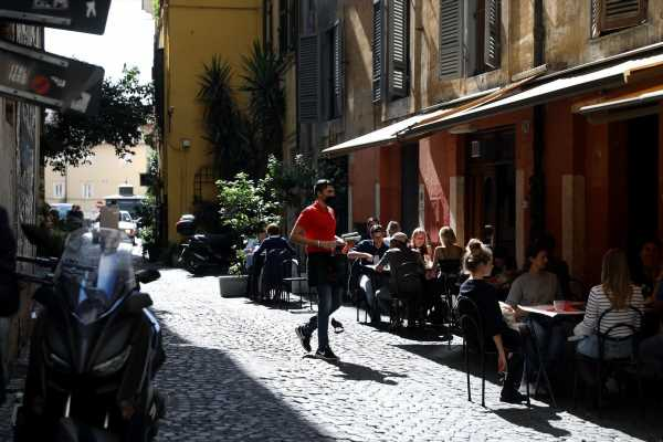 Italy Targets Bars, Restaurants, Parties in New Virus Curbs
