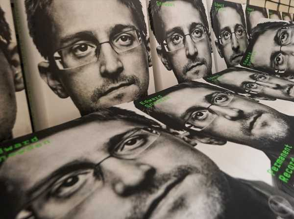 Russia Gives NSA Whistle-Blower Snowden Permanent Residency