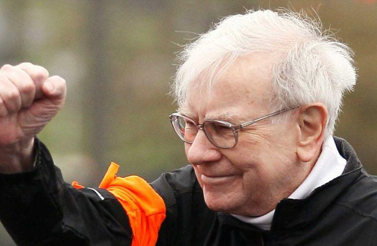 Warren Buffett spoke to Joe Biden about America's opportunity to 'lead the whole damn world'