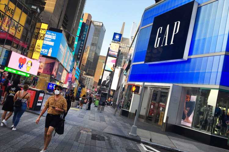 Gap earnings fall short, sales beat, as retailer 'remains optimistic' about the holidays