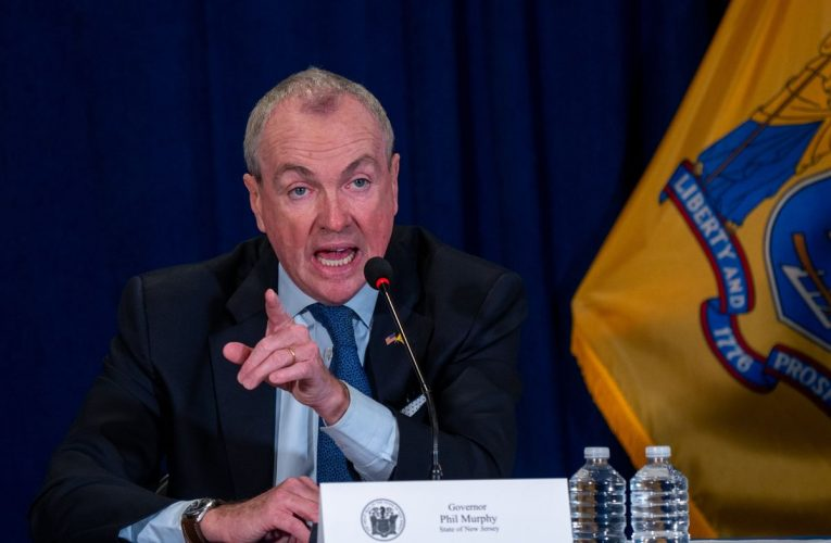 New Jersey Governor Shrugs Off Women's Verbal Attack at Family Dinner