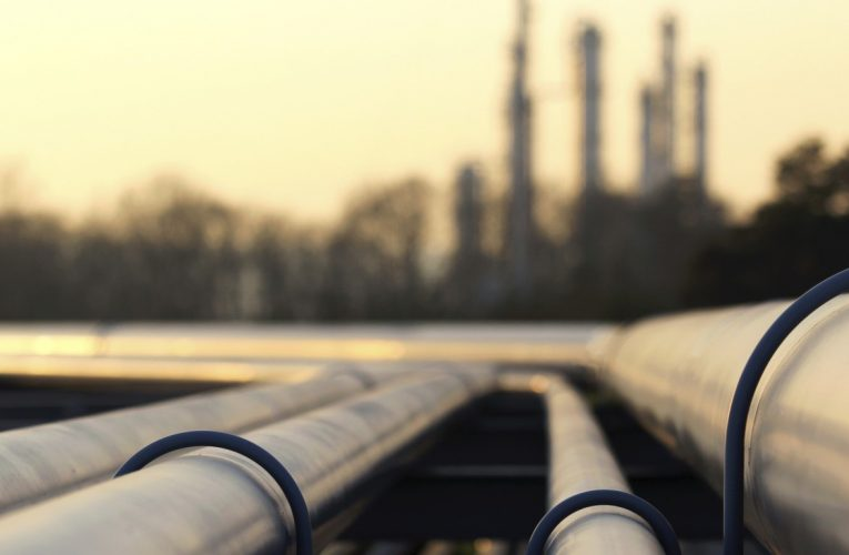 5 Contrarian Energy MLPs Under $10 With Massive Dividends and Potential Upside