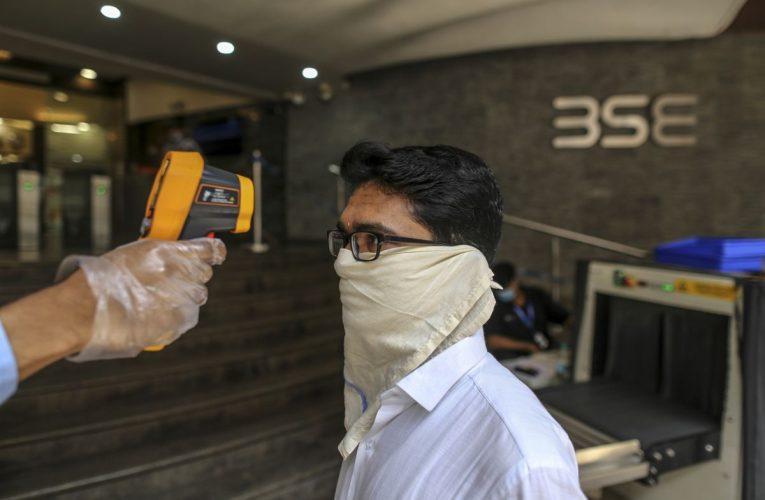 Most Indian Stocks Fall as Coronavirus Cases Top 10 Million