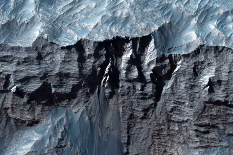 Mind-blowing photos of Mars 'Grand Canyon' that's BIGGEST in entire Solar System snapped by Nasa probe