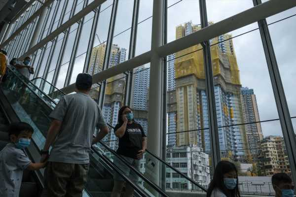 Hong Kong Faces an Uneven Recovery in 2021