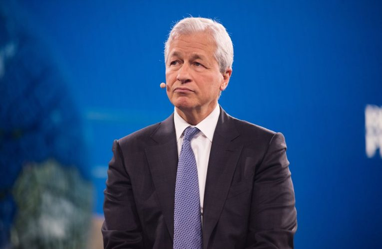 Wall Street Beat: Dimon, Grantham and Threat of a Market Plunge