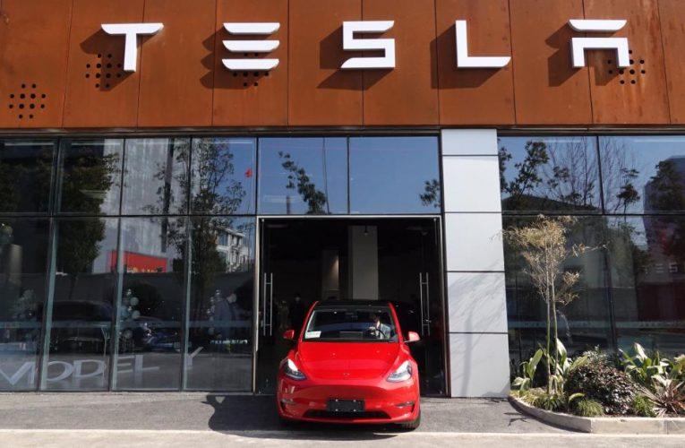Elon Musk busts a move in Shanghai