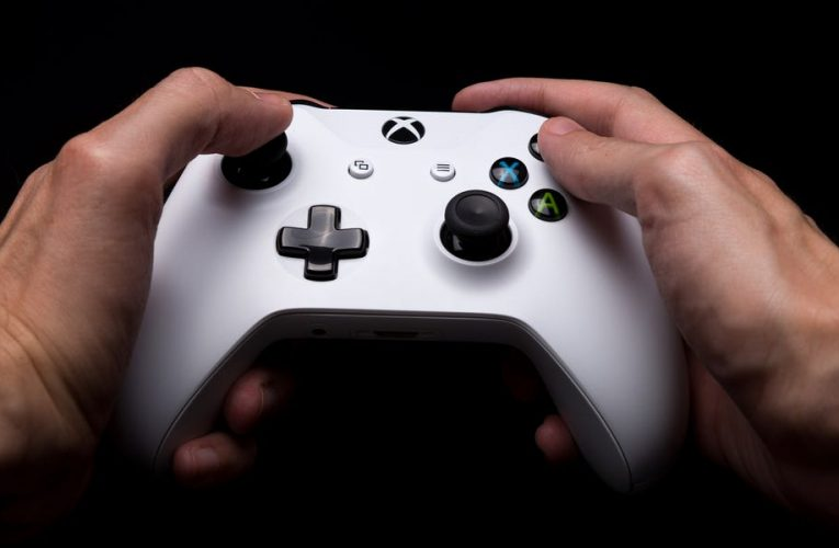 How to connect an Xbox One controller to your iPhone to play games and more
