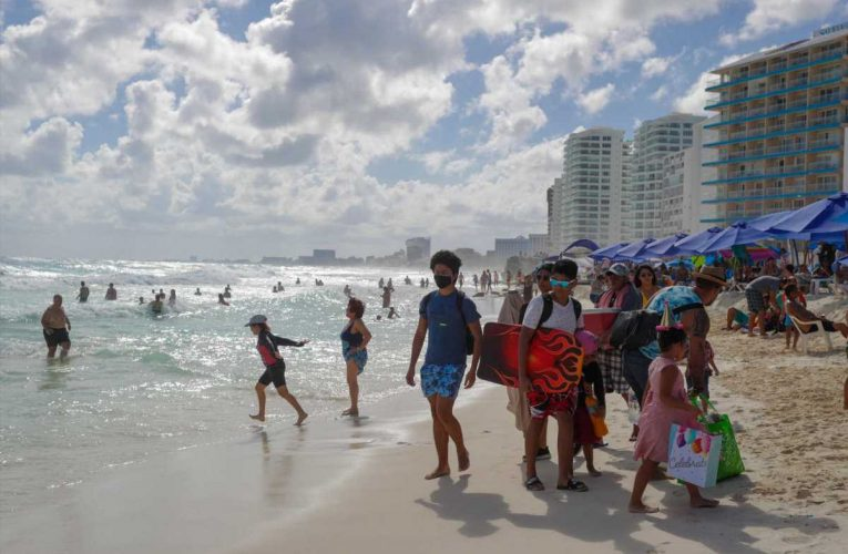 Ted Cruz gets slammed, but Americans are flocking to Cancun
