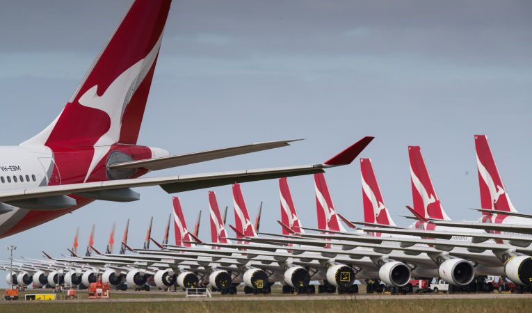 Qantas asks for paid pilot, crew training to replace JobKeeper