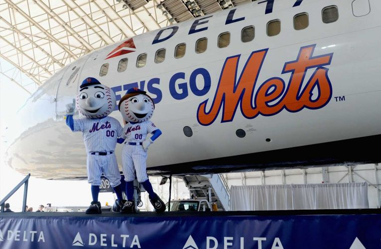 Sports leagues facing more than $300 million drop in airlinesponsorships