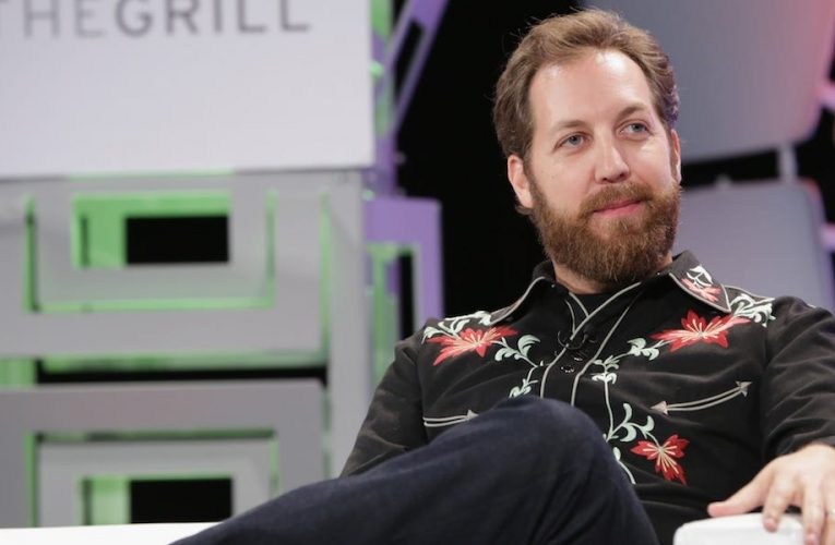 Venture capitalist Chris Sacca passed on Airbnb, Snapchat, Pinterest, and Dropbox. Here's why he turned them down.
