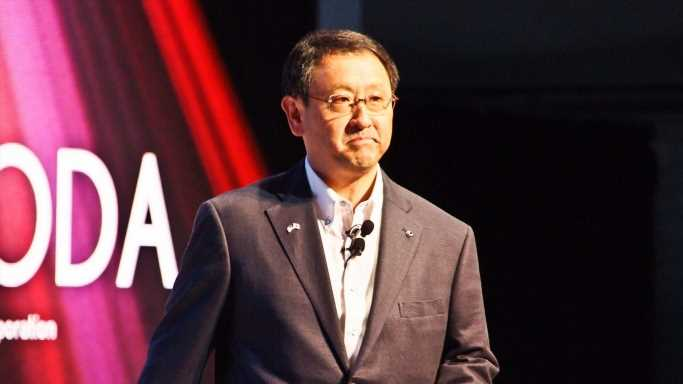 Toyota Chief Scoffs at Apple Car Ambitions