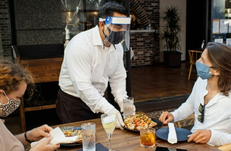 7 tech tips for outdoor dining safely in the remaining months of the pandemic