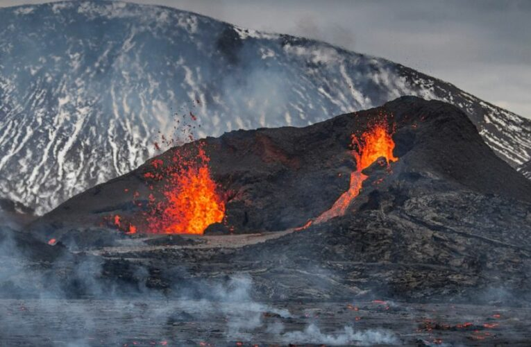 Hikers scramble as new fissure opens up at Icelandic volcano