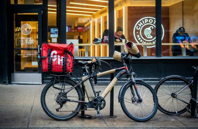 NY Liquor Authority adopts new rules on food delivery fees