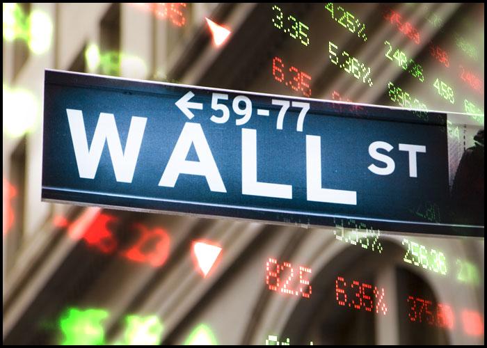 Nasdaq Shows Notable Rebound But Dow Extends Downward Trend