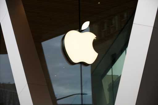Apple Rides High-End IPhone Sales, Subscription Gains To Q3 Earnings Beat