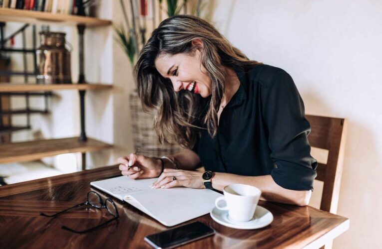 More than 40% of workers say they would rather get a new job than return to the office full time. Here's how to build a resume tailored to remote jobs