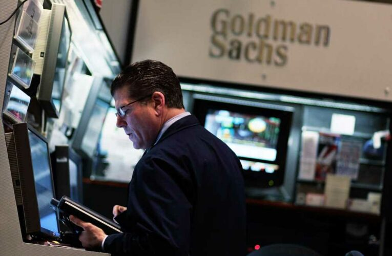 Stock futures mostly flat ahead of bank earnings