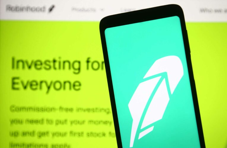 Cramer says Robinhood is a buy even after its rocky IPO