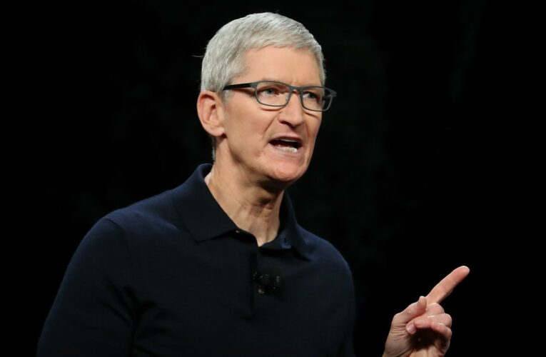 What's Up With Apple: No Button iPhone, New Spyware Hack and More