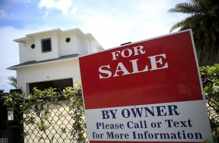 Weekly mortgage-refinance demand drops as interest rates stall
